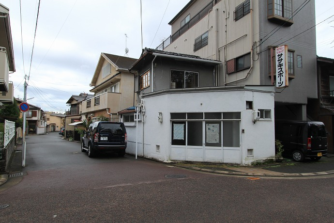 静かな木々に囲まれたちいさなお店貸します 改装費一部負担あり 京都市左京区下鴨 8.9万円