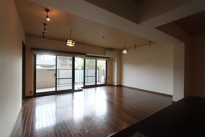 リビング、メチャ広   サンシティ桂坂ロイヤル 壱番館 1580万円