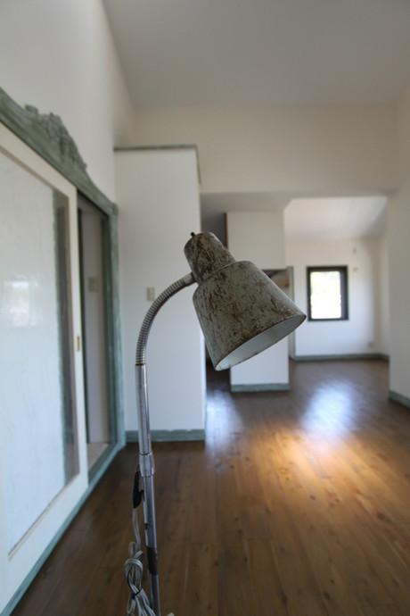天井高が3.8mの緑が望めるマンション(アンティーク調に改装しています)