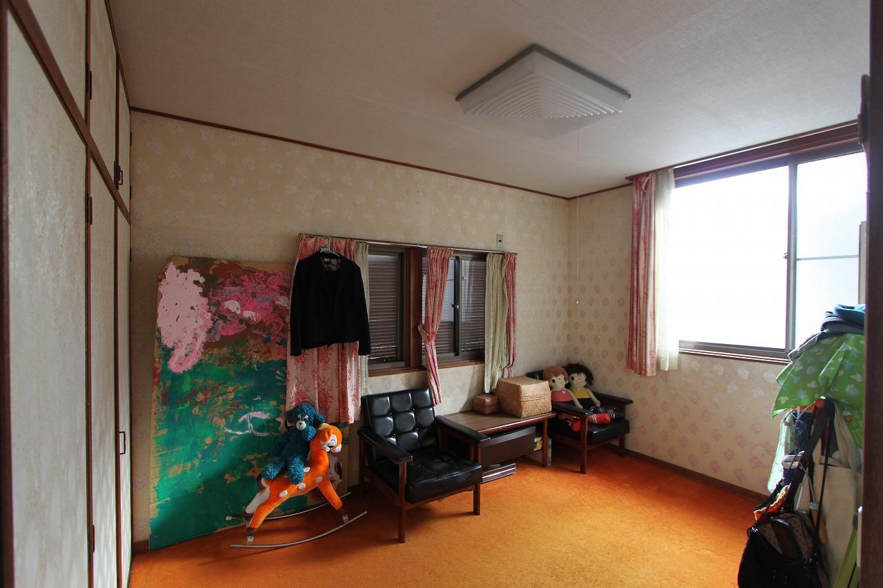 ラフな塗壁と桜並木のある家 京都市左京区 貸家