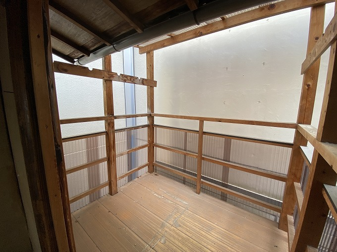 京都の中心街の京町家 POPな隠し味が残る未改修物件
